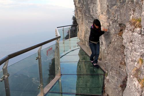 стеклянный пол в Китае