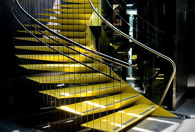 Стекляннst лестницы