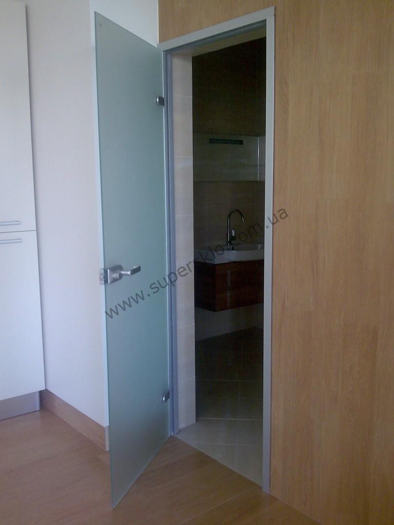 распашные цельностеклянные двери