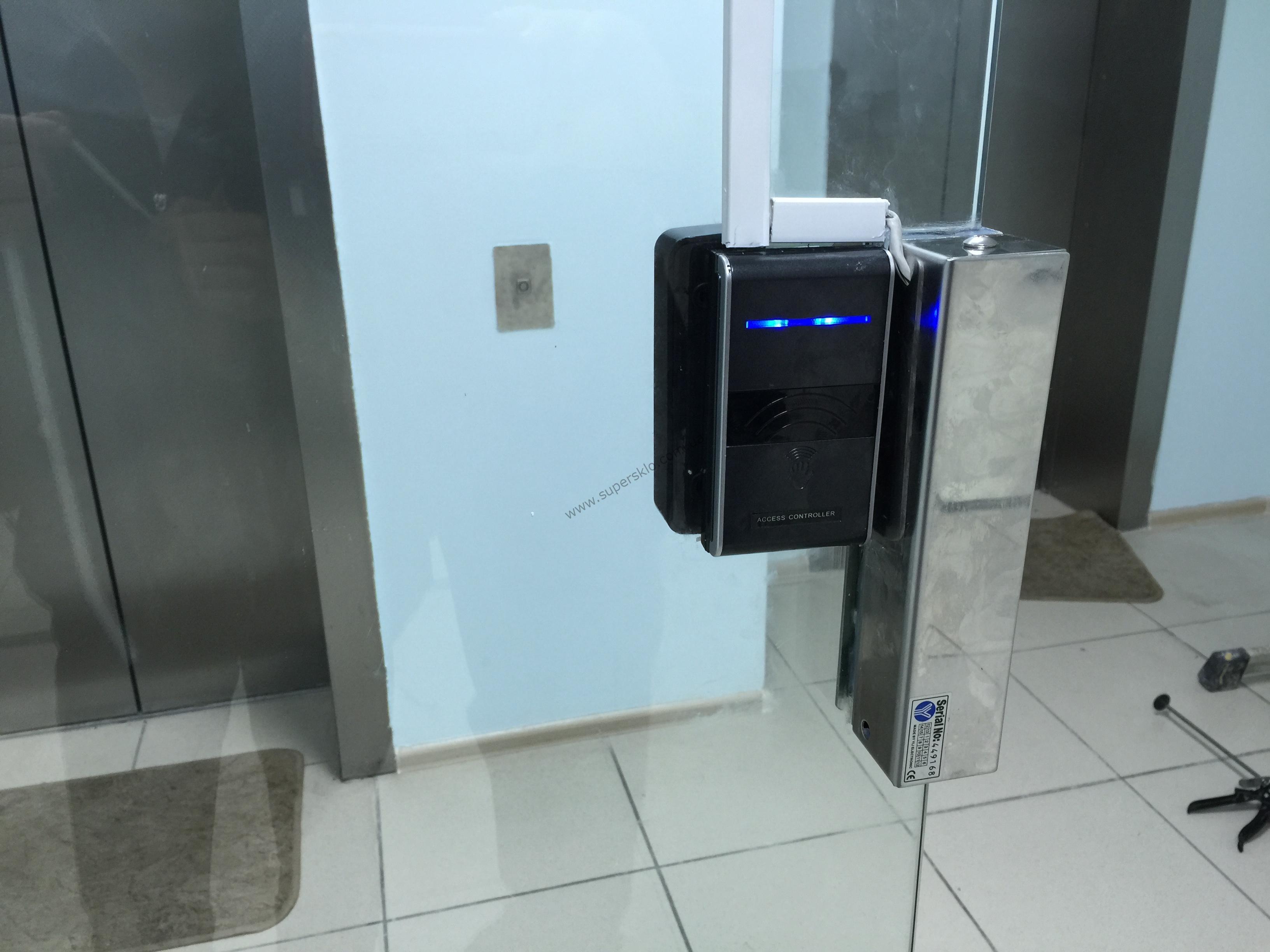 Монтаж стеклянных перегородок в офисном центре в Харькове